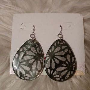 "Premier Designs ""Shell Flower"" Earrings"